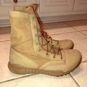NIKE combat hiking boot
